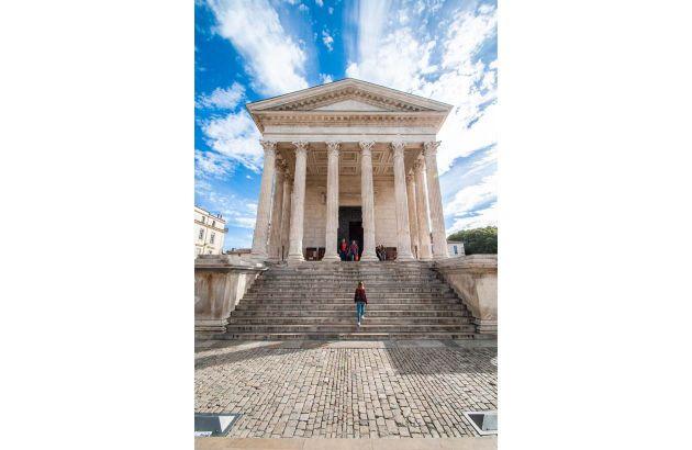 Visite La Maison Carrée, un temple idéal