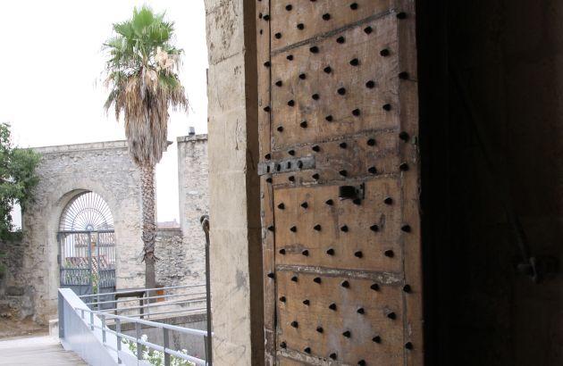 Visite Nîmes et le crime